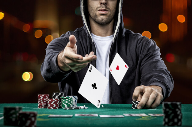 Name:  poker-player-showing-pair-aces_306105-9.jpg